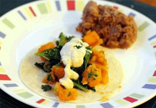 Vegán sütőtökös-kelkáposztás taco kesukrémmel