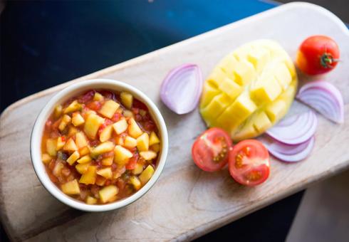 Friss és könnyű mangósalsa